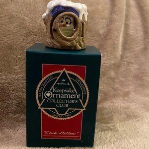 Hallmark 1990 Club Hollow ornament